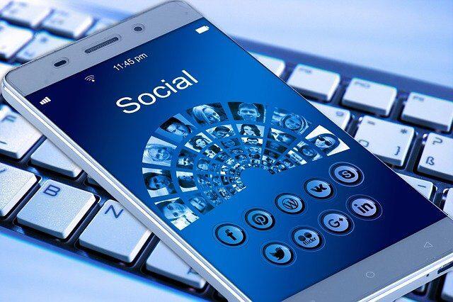 mobile-phone-g7082d3086_640.jpg